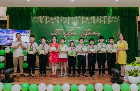 Lễ trao thưởng con CBCNV năm học 2019 - 2020